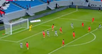 Vidéo : Le superbe but de Frank Kom