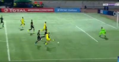 Vidéo : Rezki Hamroune ouvre le score pour la JSK contre l'EST